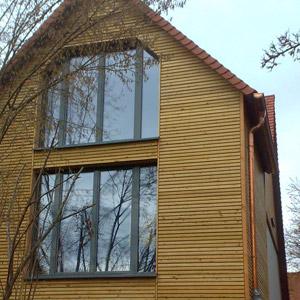 aussenfassaden aus massivholz und schnittholzplatten von einheimischen h lzern zimmerei und. Black Bedroom Furniture Sets. Home Design Ideas